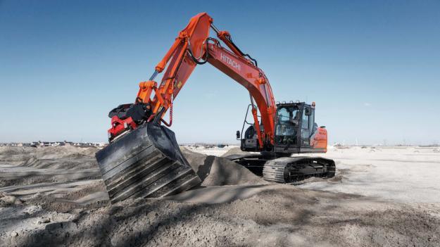 De nya modellerna förbrukar upp till 11 % mindre bränsle än tidigare modeller. Hitachis industriledande hydraulsystem, det nya TRIAS III, säkrar därtill en hög prestationsnivå vid varje användning.