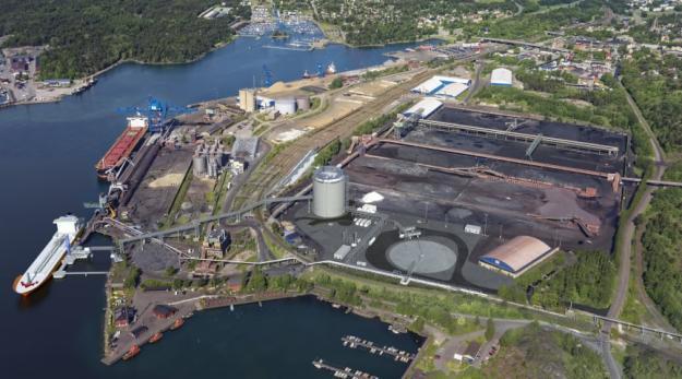 Flygbild över gasterminali Oxelösunds hamn.