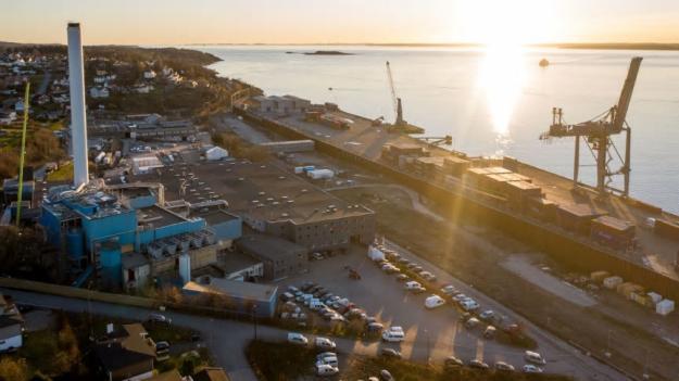 ROCKWOOL fabrik i Moss skiftar till förnyelsebar el och sänker sin klimatpåverkan.