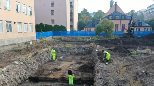 Arkeologerna gräver vid Rosendal i Stockholm.