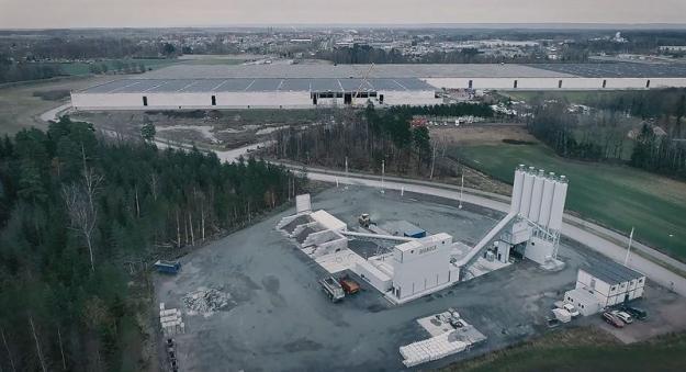 Drönarfoto Swerocks betongfabrik och Julas centrallager