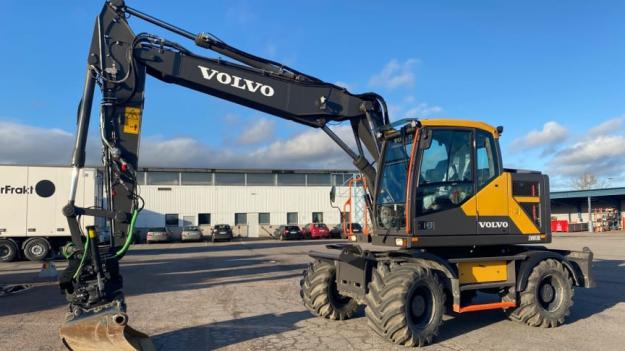 Entreprenadmaskiner i allmänhet och grävmaskiner i synnerhet har även under 2020 varit ett ofta återkommande inslag på auktion på Klaravi.se. Denna Volvo EW170E såldes för nästan 2 miljoner kronor och letar sig in på en topp 10-plats av slutpriser.