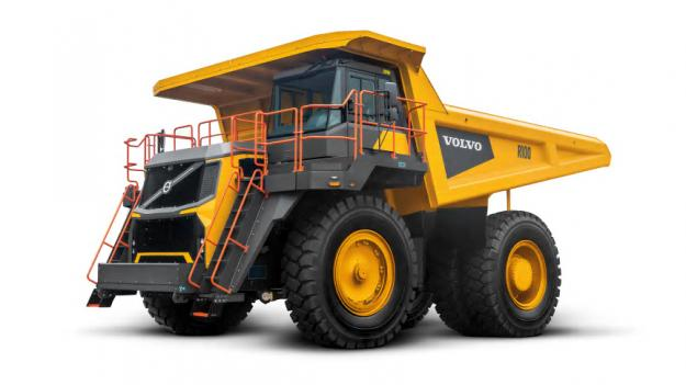 Tipptrucken Volvo R100 har nu utrustats med en Steg V-motor, så att den kan användas på de marknader som har de strängaste utsläppsreglerna och distribueras världen över.