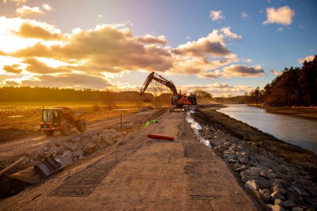 Göta kanal 2.0 skapar ett hundratal arbetstillfällen hos entreprenörer som kontrakteras för renoveringen.