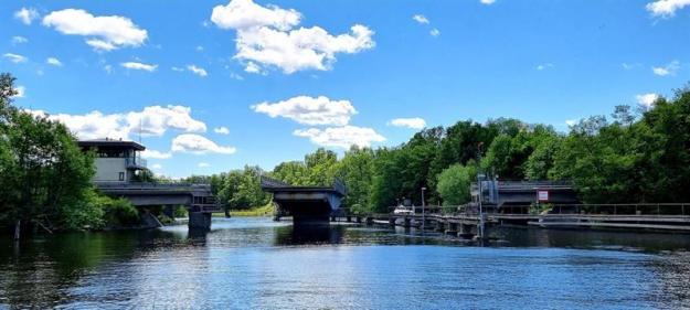 Visionbild över deöppningsbara broarna som ska gåöver Almarestäket och Erikssund (bilden är en illustration).