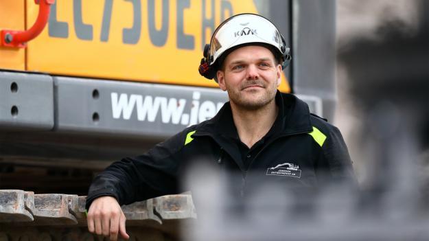 Föraren Johan Persson fick provköra EC750E HR i Södertälje innan Jansson Entreprenad investerade i maskinen.