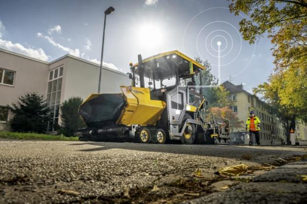 Kunderna har möjlighet att aktivera CareTrack-telematiksystemet i P6870D ABG. Med hjälp av CareTrack kan platschefer ligga steget före oplanerade stillestånd och säkerställa att asfaltläggaren används effektivt.