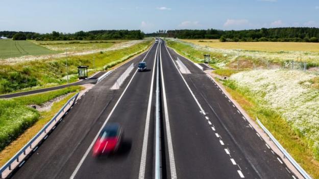 Projektet som använts för att utvärdera möjligheterna att minska utsläpp är en 8 kilometer lång sträcka av riksväg 44 mellan Lidköping och Källby, som färdigställdes 2019.