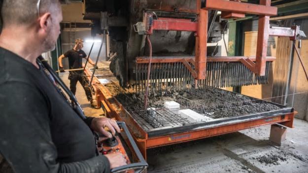 Byggelements fabrik i Ucklum växer i samband med satsningen på klimatsmarta betongelement.