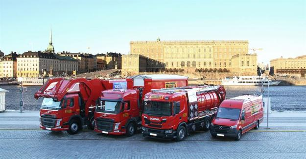 Några av Ohlssons bilar framför Stockholms slott
