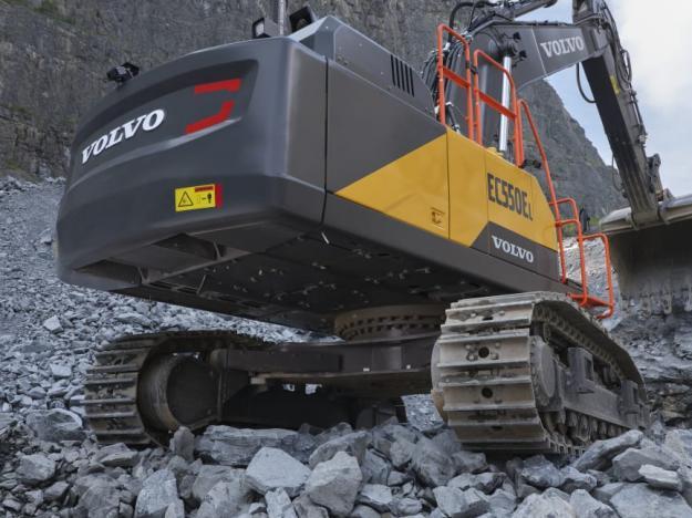 Det här är 50-tonsmaskiner med alla egenskaper hos större modeller. Ett extra stabilt och förstärkt underrede har hållbarhet och hållfasthet som normalt är förknippad med en 60-tons grävmaskin.