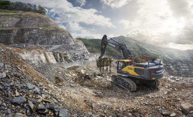 EC530E och EC550E är helt nya maskiner i en ny storleksklass för Volvo CE, som ger 25% högre bränsleeffektivitet och en rad avancerade funktioner som också ger 20% högre produktivitet.