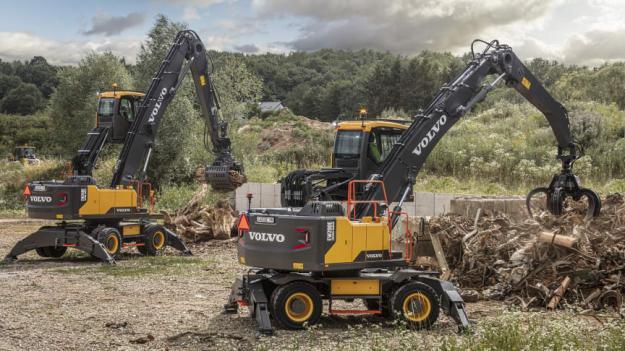 Volvo Construction Equipment och Swecon lanserar den helt nya materialhanteraren EW200E för recyclingsegmentet. Storebror – materialhanteraren EW240E – har uppdaterats med en ny längre rak bom.